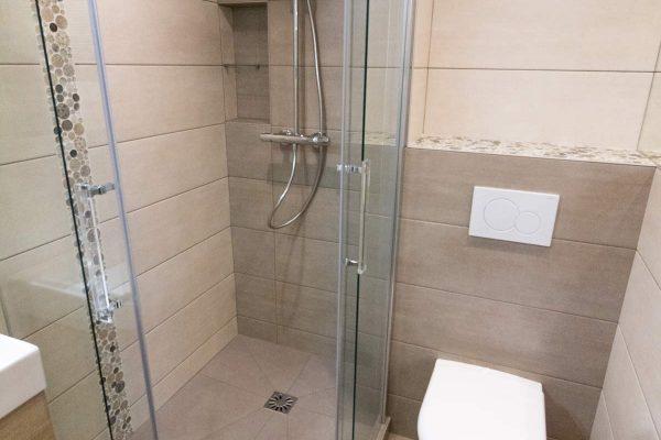 Des toilettes suspendues pour gagner en esthétisme.