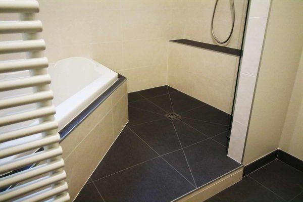 Dans une salle de bains, le choix du carrelage est essentiel.