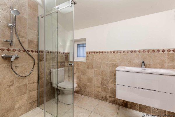 Rénovation de salle de bain à Uriage : douche italienne et ambiance campagne chic