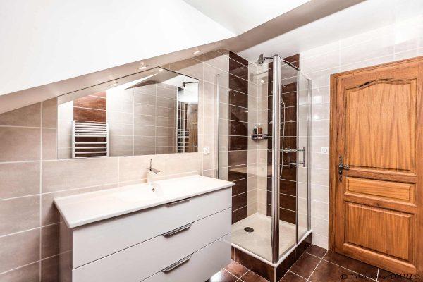 salle-de-bain-grenoble-classique-douche-lavabo-faience