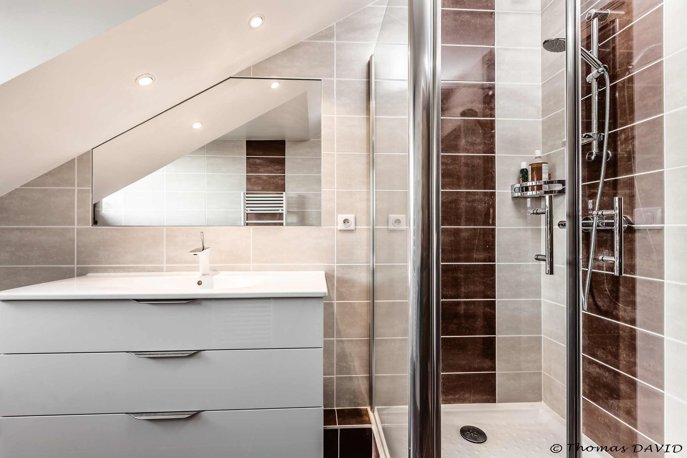 salle de bain grenoble douche lavabo miroir integre faience ar interieur. Black Bedroom Furniture Sets. Home Design Ideas