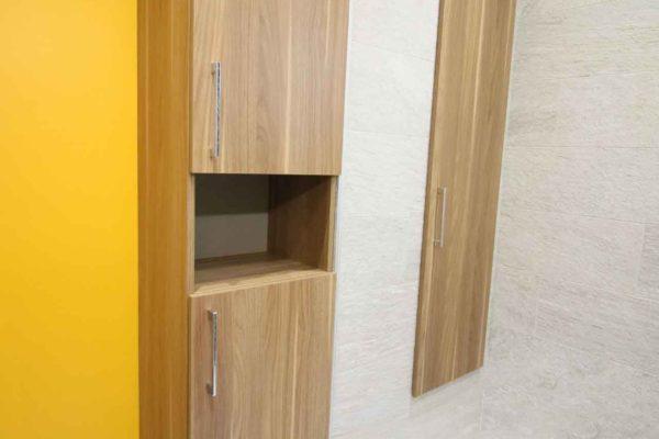 Rénovation de salle de bain avec un chemin de galets dans une douche à l'italienne