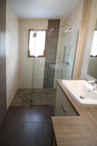 une douche italienne de plein pied une rénovation de salle de bain ar'interieur.
